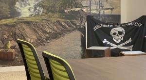 tarienna Büro mit Lagune